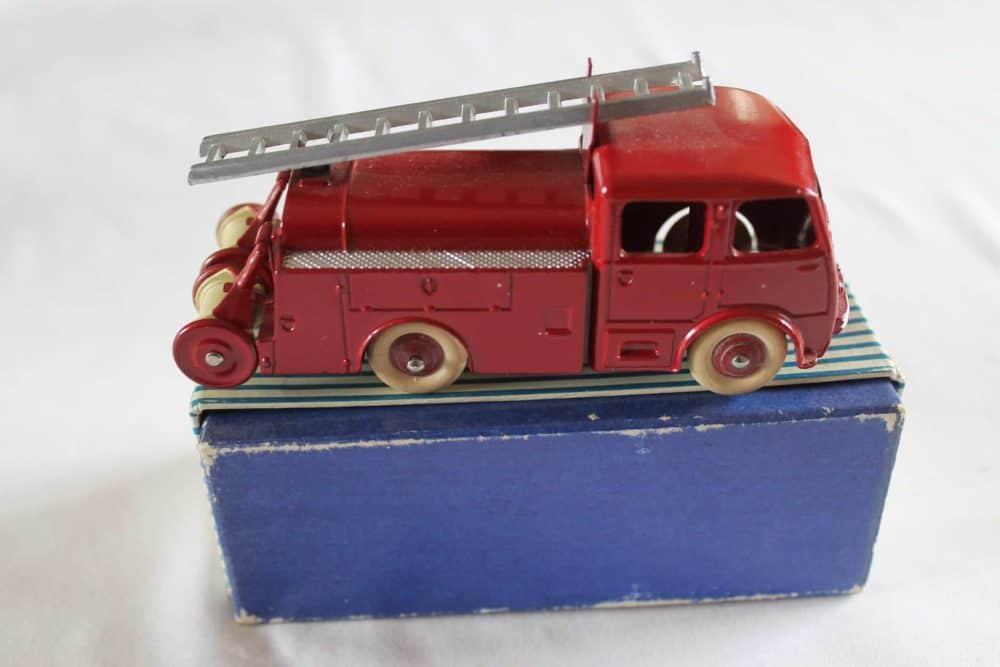 French Dinky Toys 032E Berliet First Aid Vehicle-side