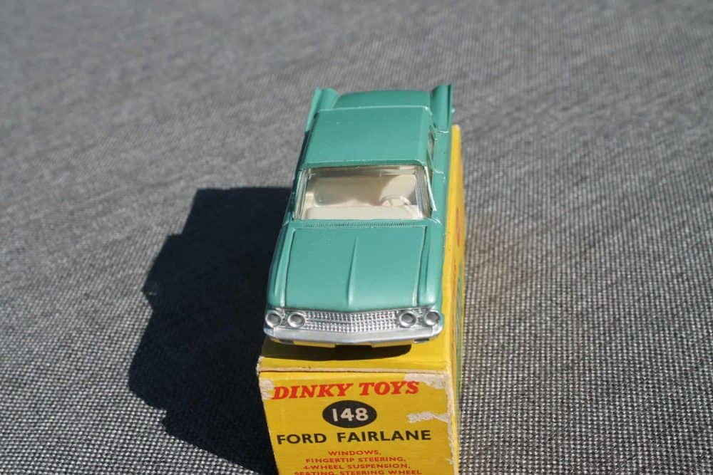 Dinky Toys 148 Ford Fairlane. Silver-Green-front