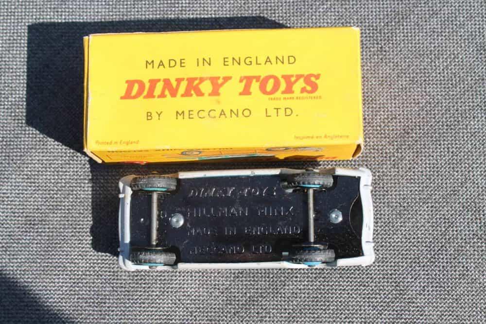 Dinky Toys 175 Hillman Minx-base