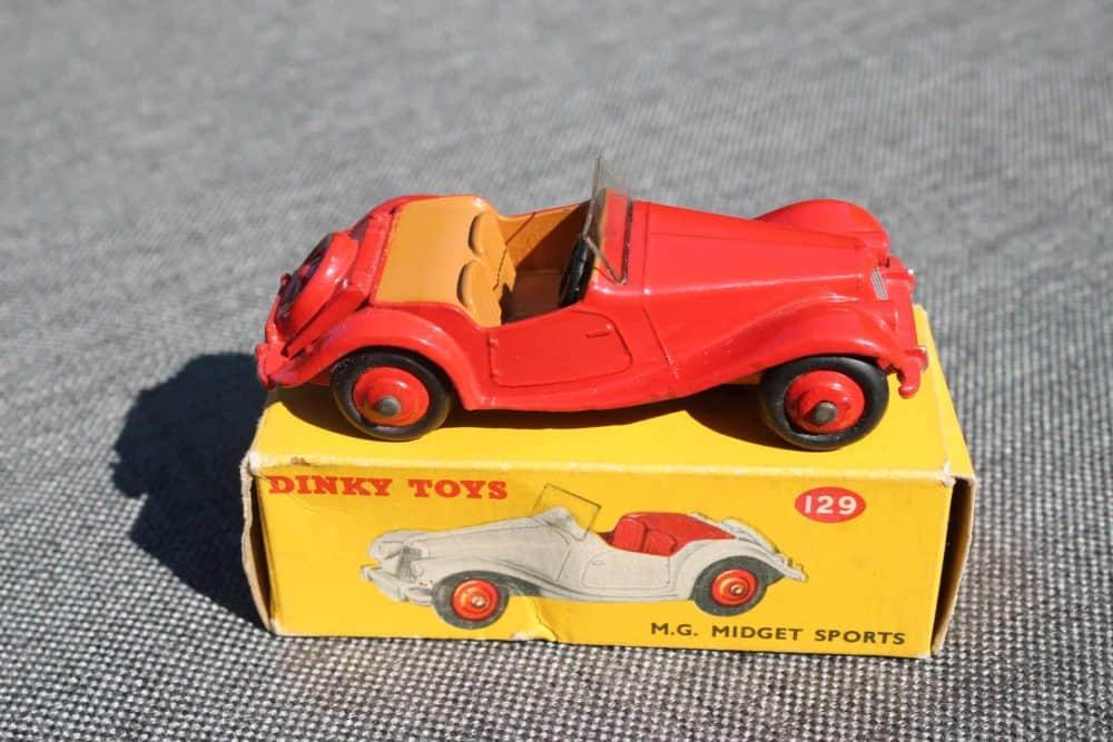 Dinky Toys 129 MG Midget-side