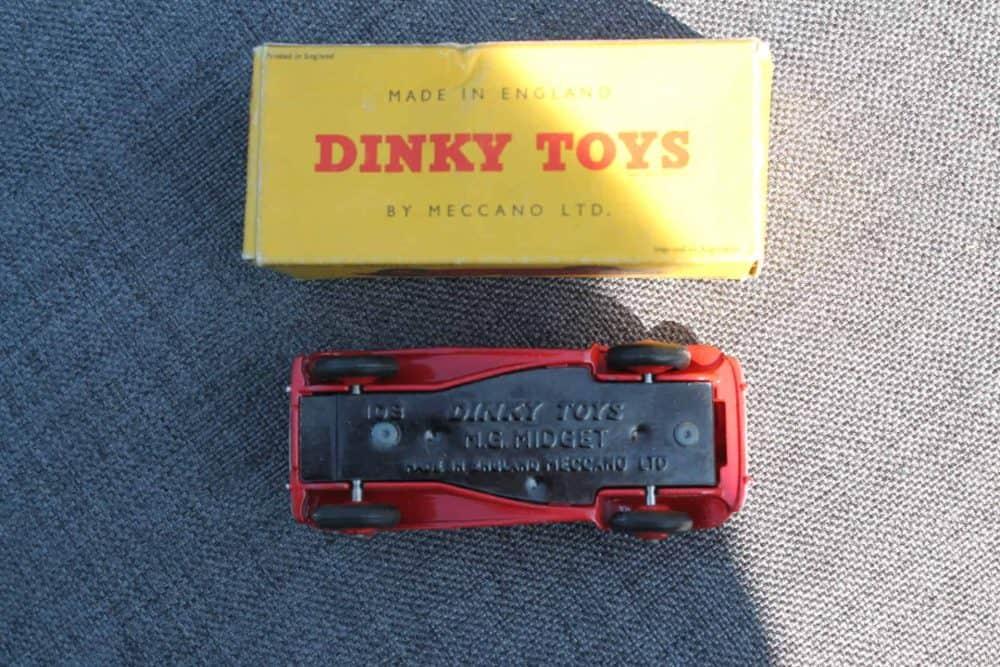Dinky Toys 129 MG Midget-base