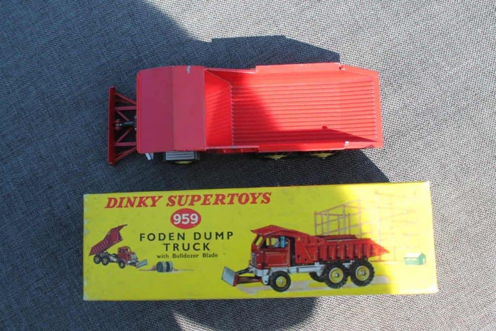 Dinky Toys 959 Foden Dump Truck-top