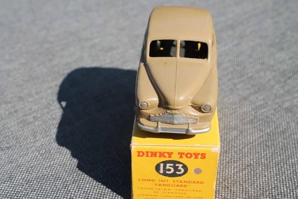 Dinky Toys 153 Standard Vanguard-front