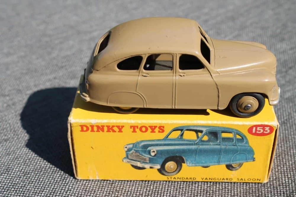 Dinky Toys 153 Standard Vanguard-side